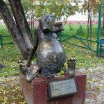 Необычные памятники в России